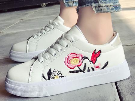 25a2e3425 ماريا تريد - حذاء رياضى نسائى - جلد مطرز بشكل زهور ملونة