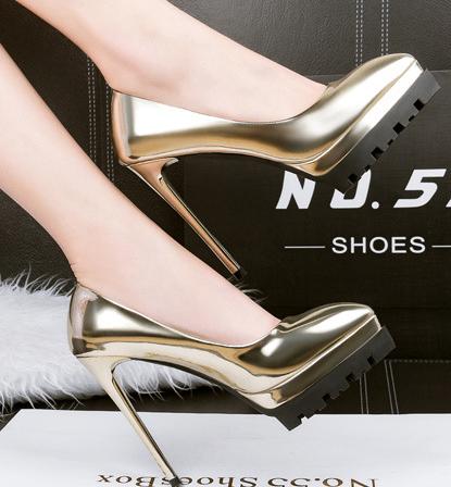 6e3c2c53b7bcb حذاء كعب عالى جلد بالوان متنوعة ومختلفة